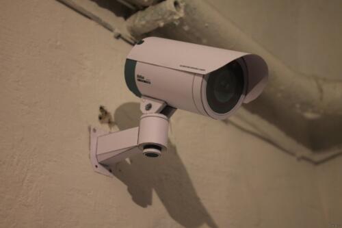 Камера видеонаблюдения в подъезде